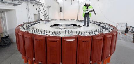 Rotor synchronního generátoru s vyniklými póly. Zdroj: voith.com