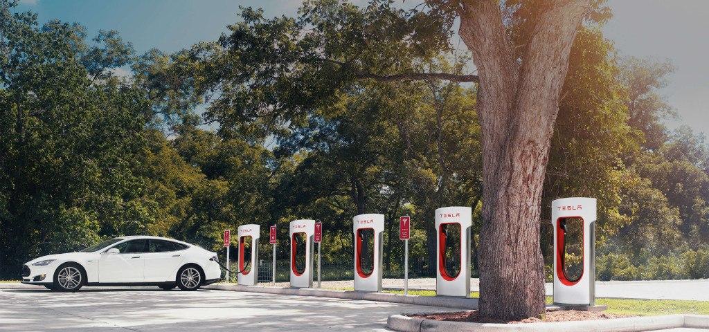 Dobíjecí stanice Supercharger. Zdroj: Tesla