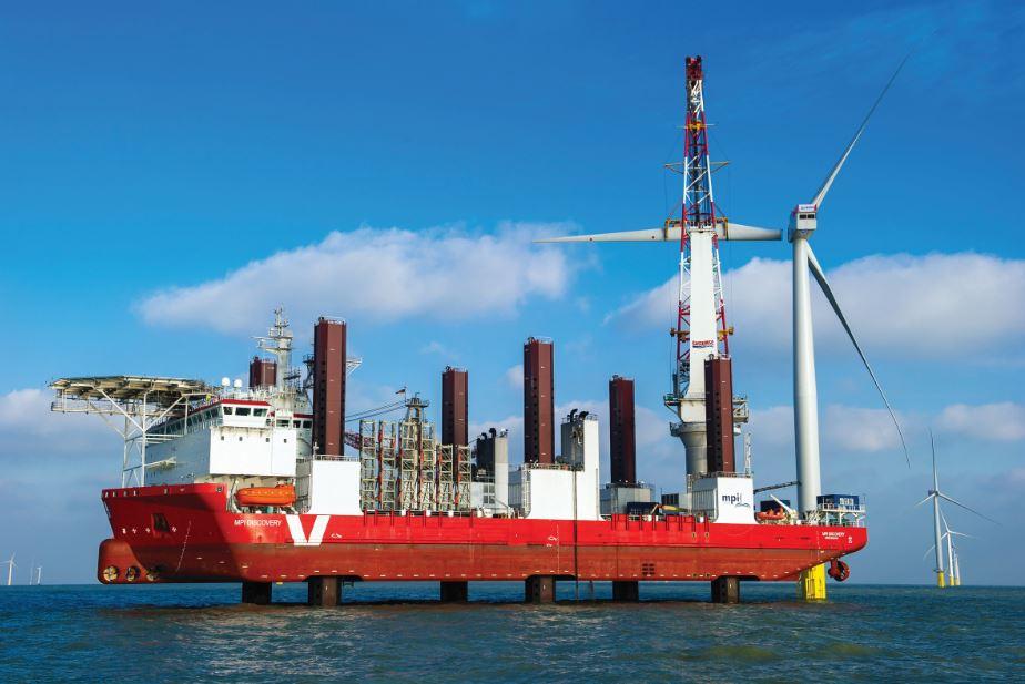 Montáž větrné turbíny v London Array. Zdroj: www.londonarray.com