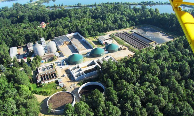 Letecký pohled na původní bioplynovou stanici v Třeboni, která slouží jako zdroj energie pro fungování bioplynovodu. Zdroj fotografie: http://www.ekobonus.cz/