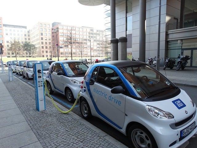 Prodeje elektromobilů v Evropě a USA