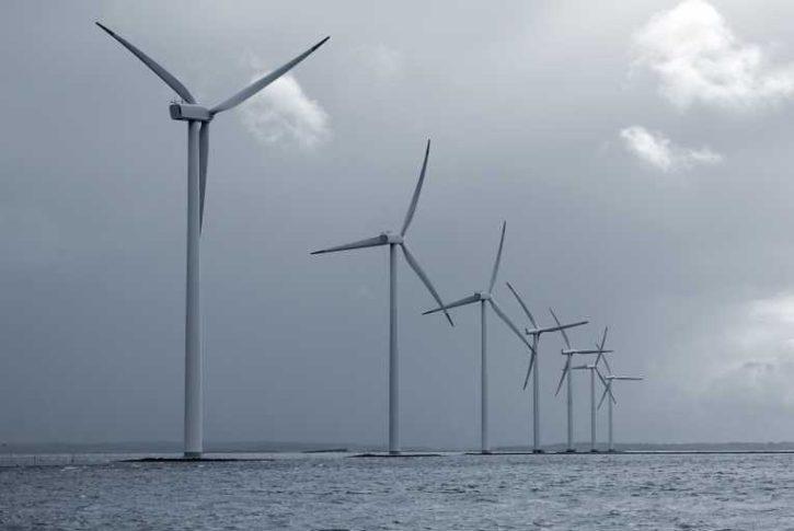 Skotsko větrníky na moři