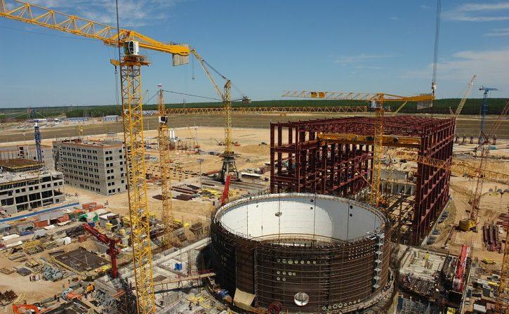 Výstavba bloku jaderné elektrárny