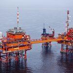 Ropa pokračuje v nejdelším vzestupu za pět let