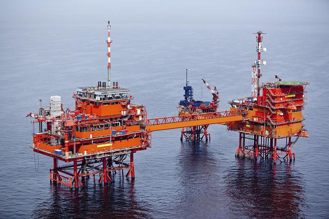 ropný vrt na moři