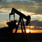 Pokles těžby ropy v USA pokračuje, situace nahrává OPEC