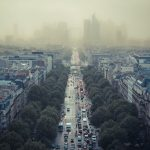 Pařížský smog. Autor: Damián Bakarcic
