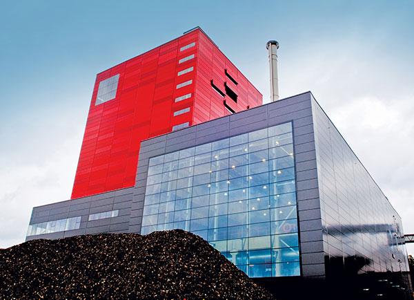 Švédská teplárna, která využívá jako palivo biomasu. Zdroj: http://www.sickinsight-online.de/
