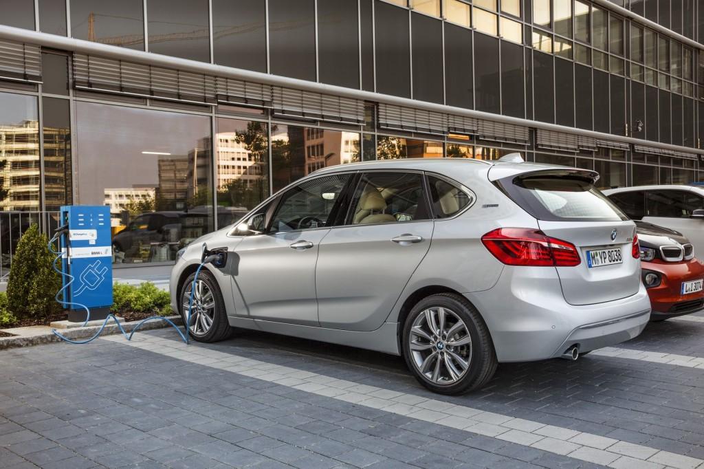 Plug-in hybrid BMW řady 2 2015