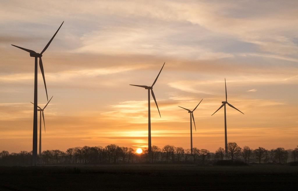 Větrný park, východ slunce