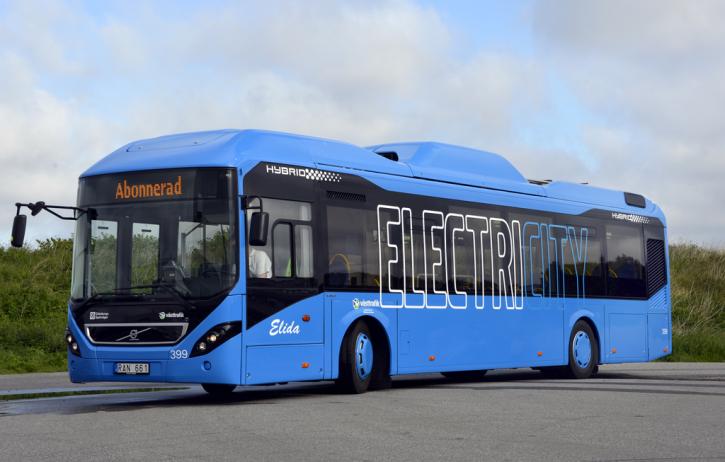 Elektrobus Volvo jehož nabíjení bude zajišťovat rychlonabíjecí stanice ABB.