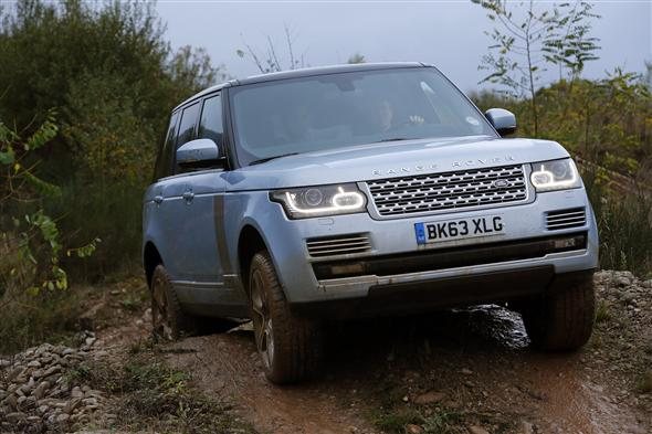 Range Rover Hybrid v terénu, zdroj: Parkers.co.uk