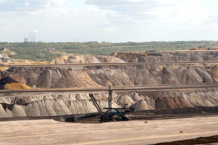 těžba hnědého uhlí