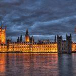 Britská vláda nezvládá plnit své vlastní cíle v oblasti klimatické politiky