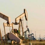 Nízké ceny ropy mění domácí energetickou politiku světových exportérů
