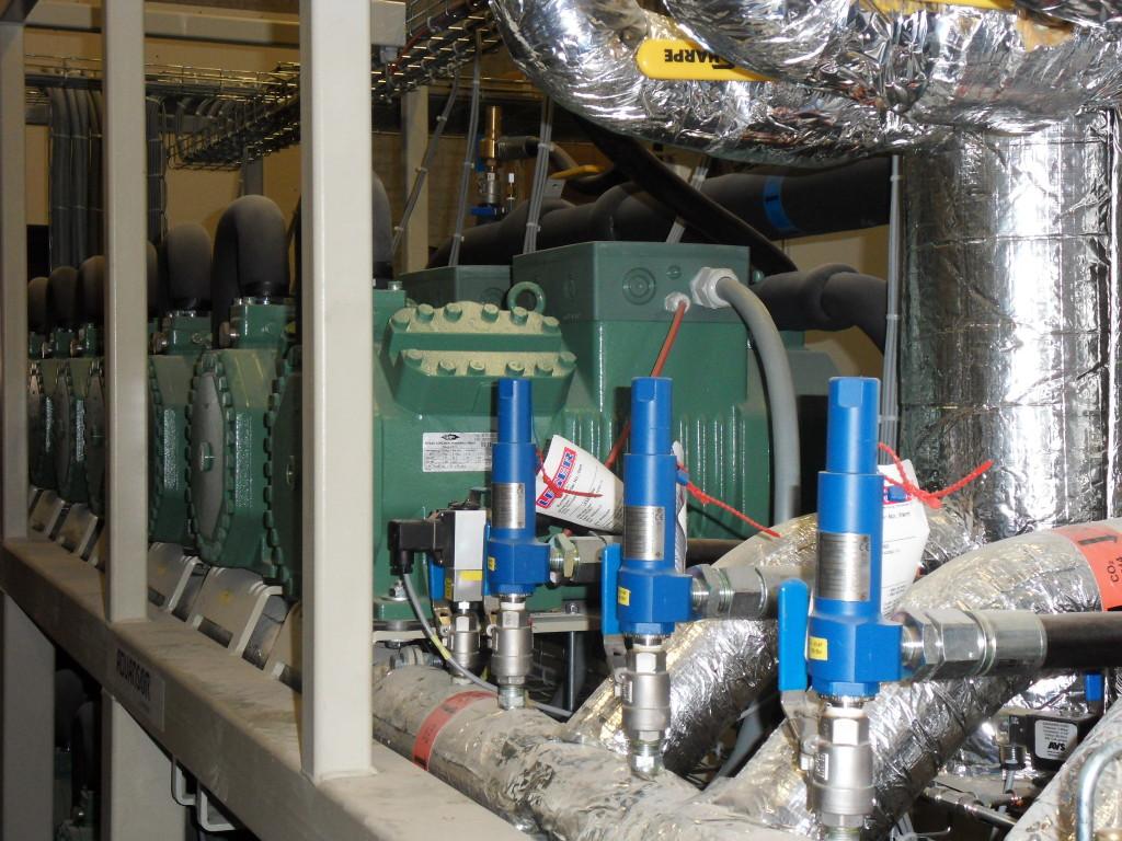 Součástí systému je i tepelné čerpadlo chlazené CO2 o výkonu 1,5 MW. Zdroj: SUNSTORE
