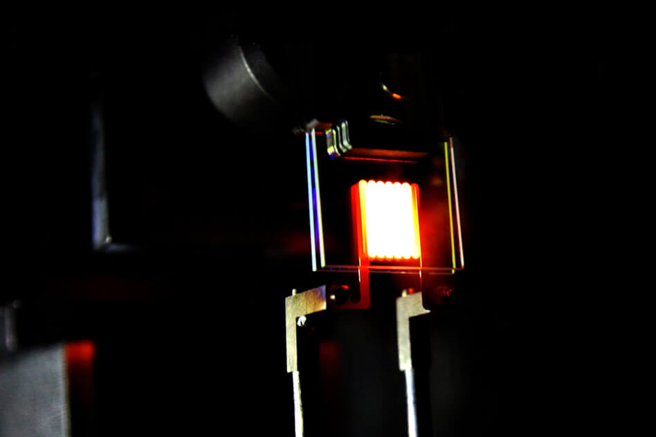 Prototyp revoluční žárovky. Zdroj: MIT