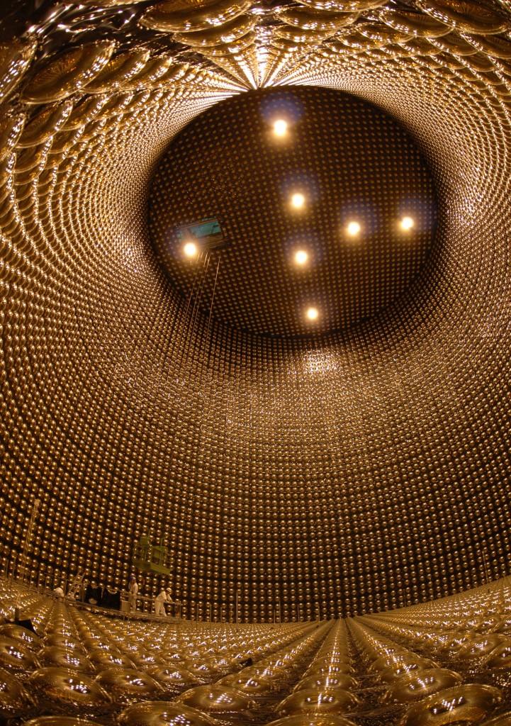 Vodní detektor slunečních neutrin Super-Kamiokande; Zdroj: The Institute for Cosmic Ray Research