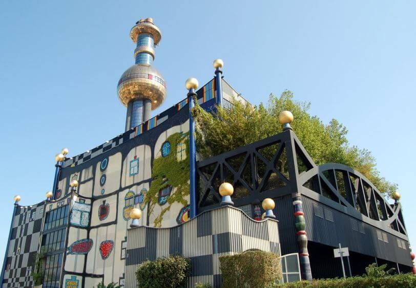 Vídeňská teplárna Spittelau s trigenerační jednotkou vyrábějící elektřinu, teplo i chlad. Zdroj: www.wien.info