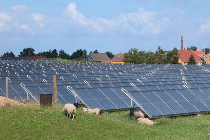 Solární teplárna v dánském městě Marstal. Autor: Erik Christensen