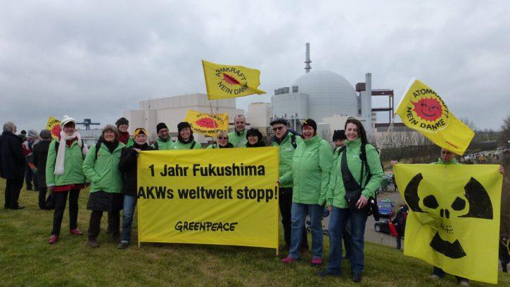 Protijaderní aktivisté před jadernou elektrárnou Brokdrof. Autor: GuenterHH