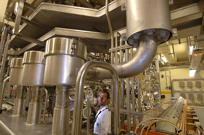 Kolony pro mísení plutoniového a uranového prášku pro výrobu paliva; Zdroj AREVA