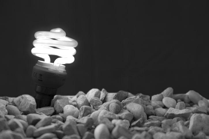 úsporná žárovka, autor: david pacey