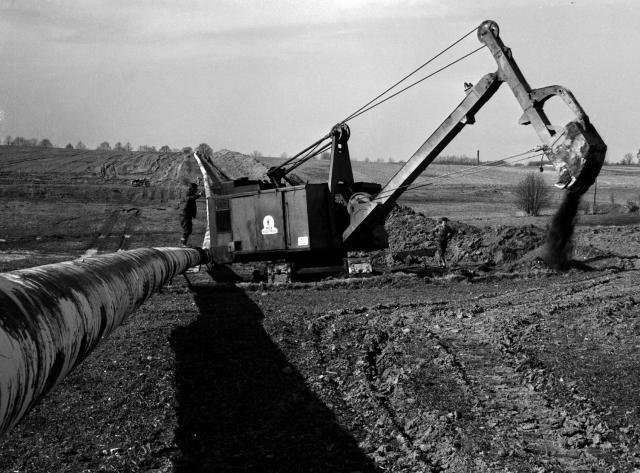 Výstavba ropovodu Družba duben 1963