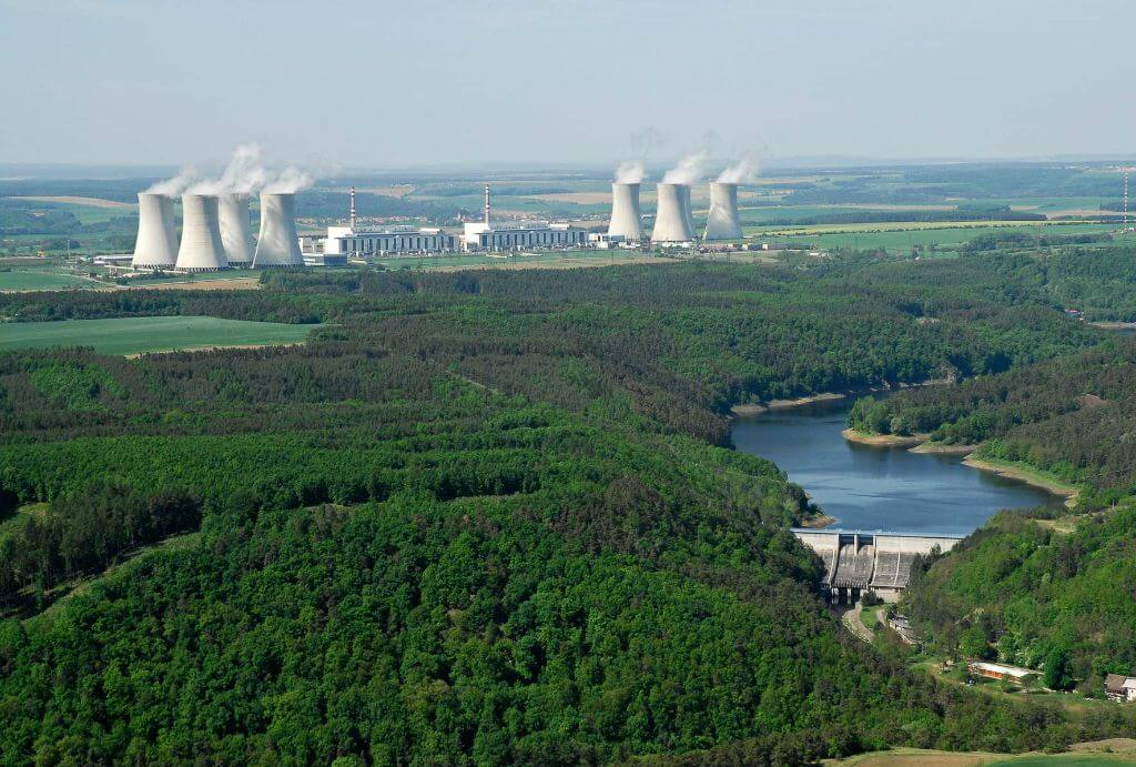 Pohled na JE Dukovany a vyrovnávací nádrž Mohelno na řece Jihlavě. Zdroj: ČEZ