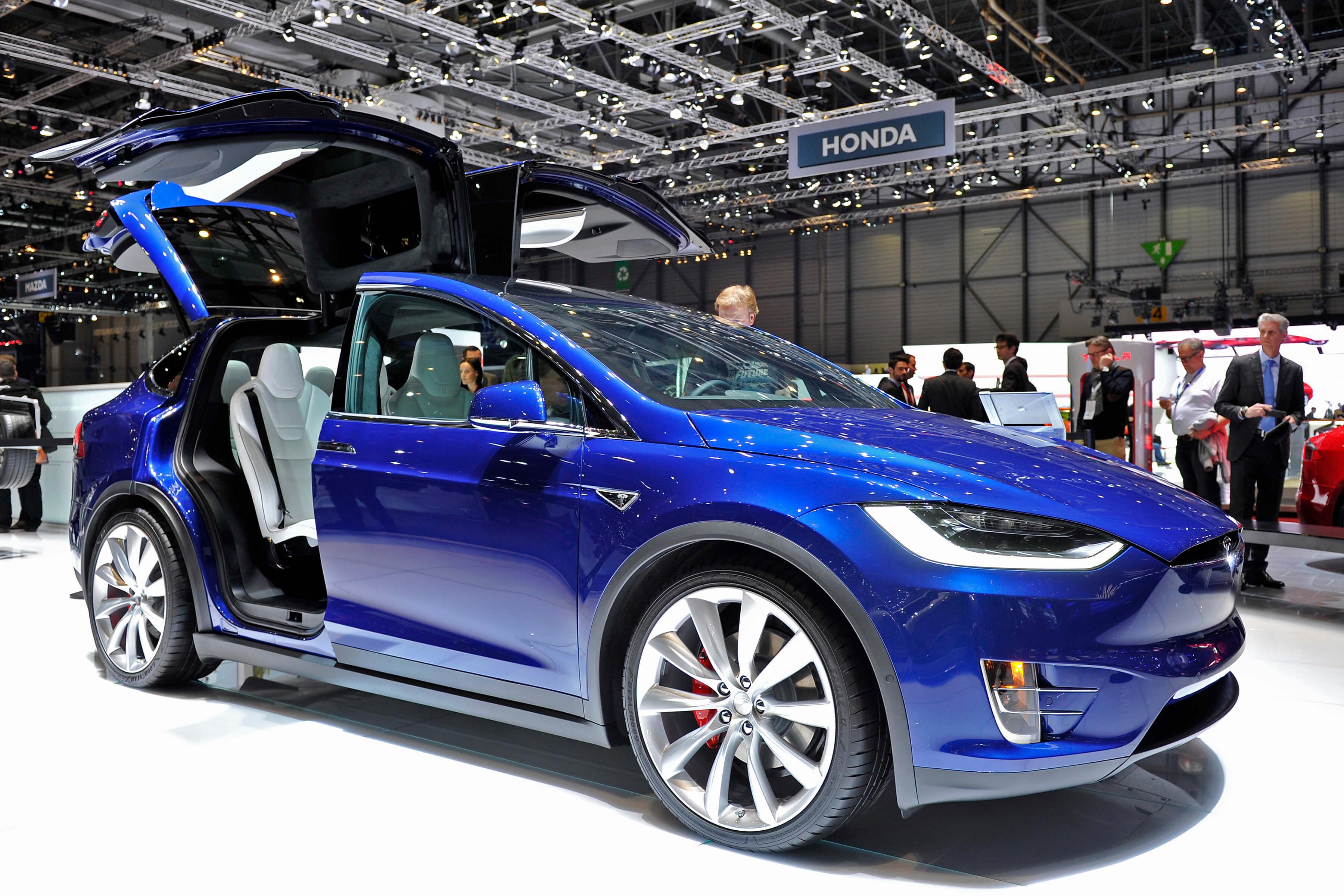 Tesla Model X na autosalonu v Ženevě 2016, zdroj: automobile-propre.com