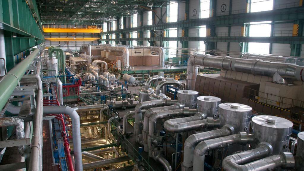 Turbíny a synchronní turbogenerátory v JE Dukovany. Zdroj: ČEZ