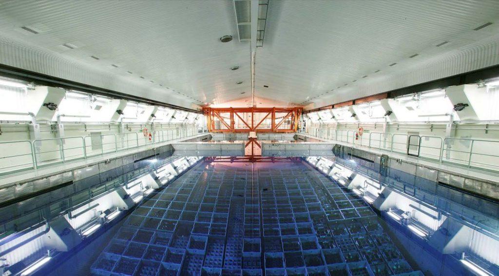 Pohled na bazén meziskladu pro vyhořelé jaderné palivo - CLAB. Zdroj: SKB