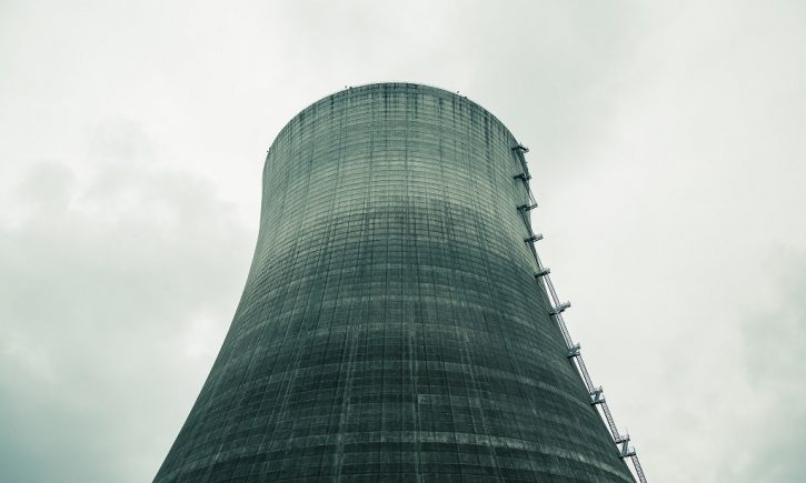 Nedokončená jaderná elektrárna Satsop v USA, jejíž prostory momentálně slouží jako průmyslová zóna, autor: Tony Webster