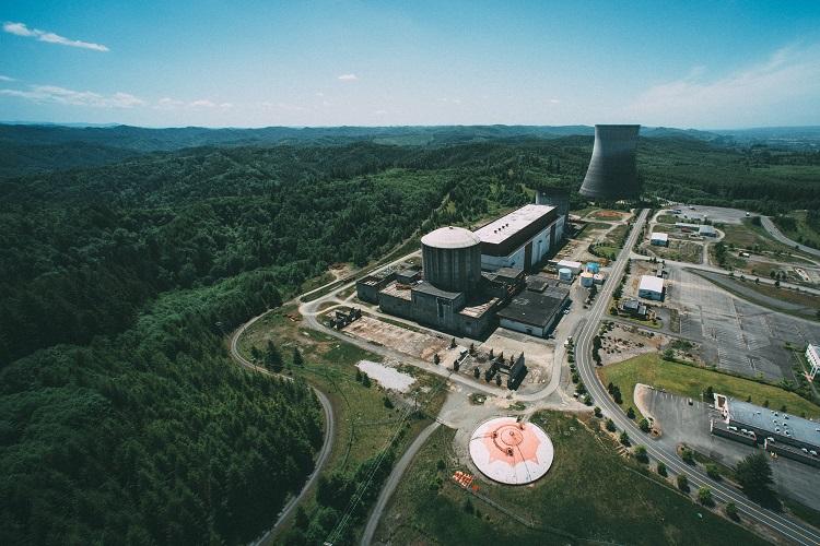 Nedokončená jaderná elektrárna Satsop v USA, jejíž prostory momentálně slouží jako průmyslová zóna, autor: sharkhats