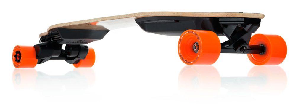 Elektrický skateboard Boosted Dual+. Zdroj: Boosted