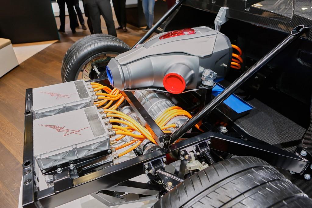 Pohon TREV Techrules na autosalonu v Ženevě 2016 = malá turbína, 20 kWh baterie a 6 elektromotorů, zdroj: hgmsites.net