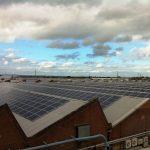 Střešní fotovoltaika by mohla nahradit až 40 % spotřebované elektřiny v USA