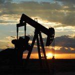 Rusko těží nejvíce ropy za 30 let, dokáže svou produkci omezit?