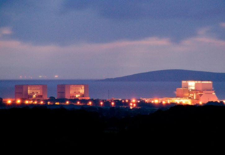 Nad Hinkley Pointem se stahují mraky. Pochybností o projektu za desítky miliard euro přibývá. Rozhodnutí o jeho realizaci se tak oddaluje. Autor: Jens Roesner, flickr.com