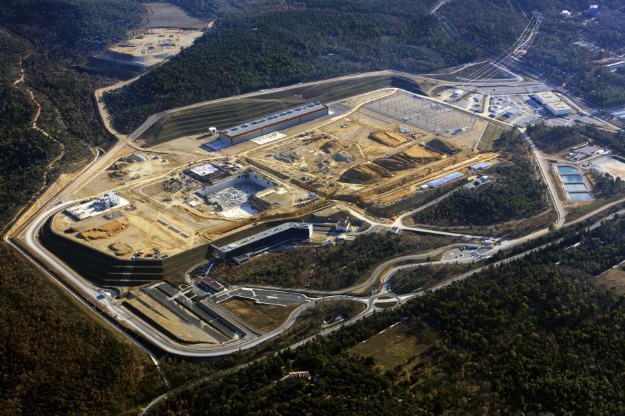 Staveniště evropského projektu ITER; Zdroj: Princeton plasma physics laboratory