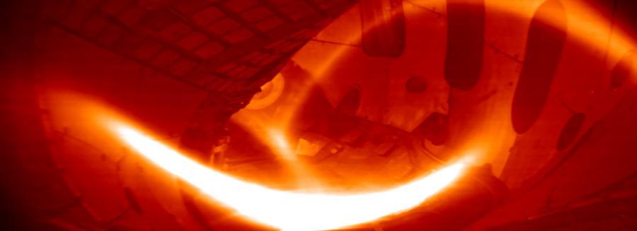 Fotografie vodíkového plazmatu uvnitř německého stelarátoru Wendelstein 7-x; Zdroj: Princeton plasma physics laboratory