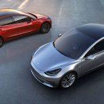 První třicítka nových elektromobilů Tesla Model 3 byla předána majitelům