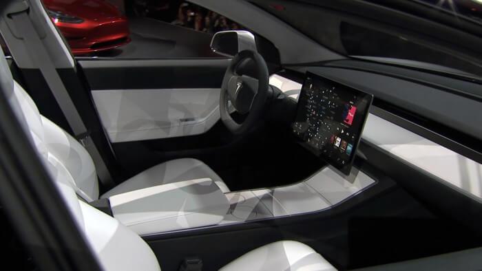 Pohled do interiéru při představení Tesla Model 3 v Los Angeles, zdroj: teknikensvarld.se