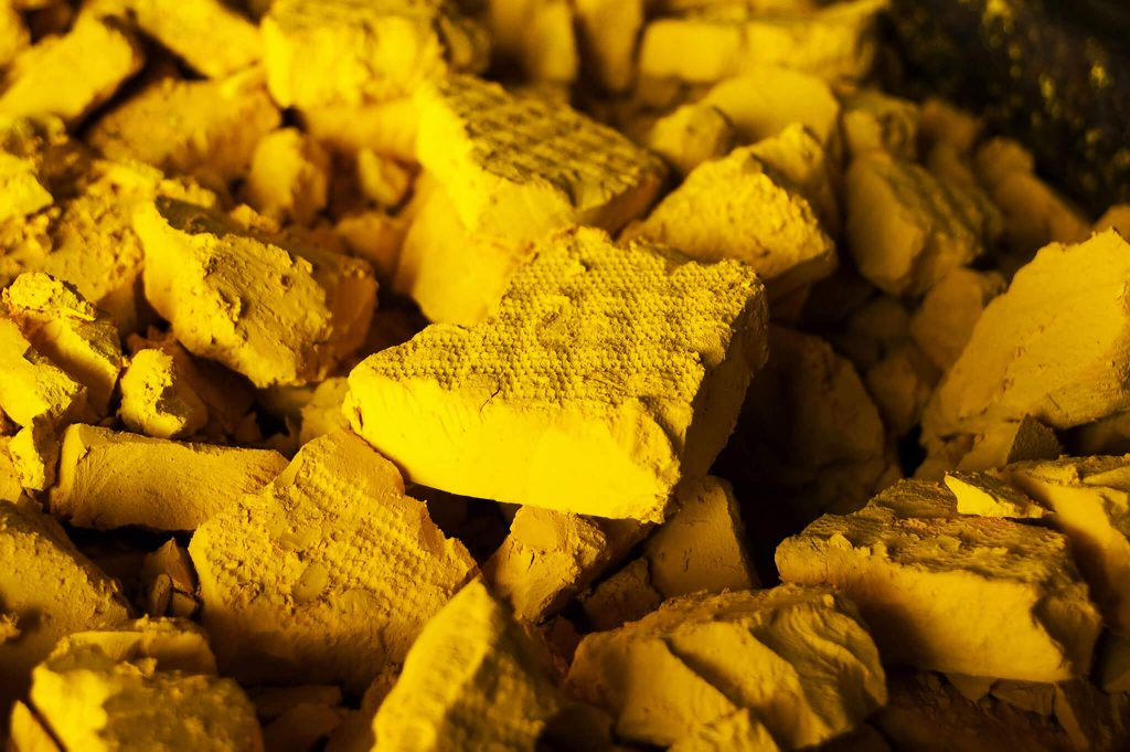 Žlutý uranový prášek; Zdroj: NRC