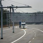 První elektrifikovaný úsek dálnice na světě zahájí zkušební provoz (video)