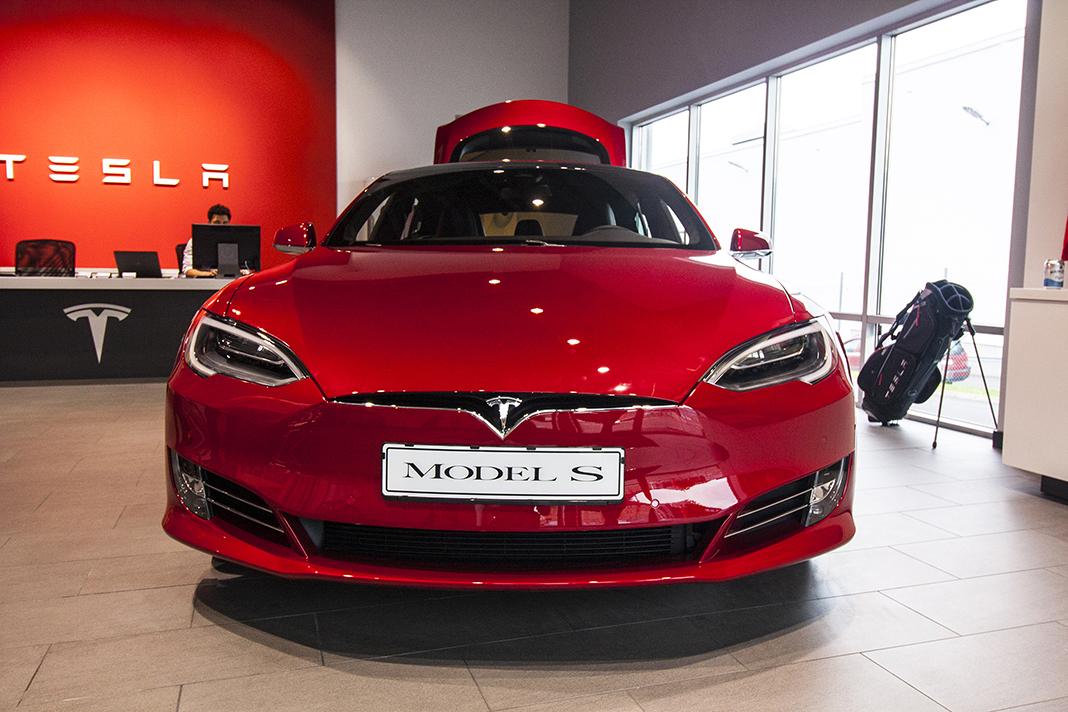 Tesla Model S 70D 2016 v Tesla Store Göteborg, foto: Tomáš Jirka