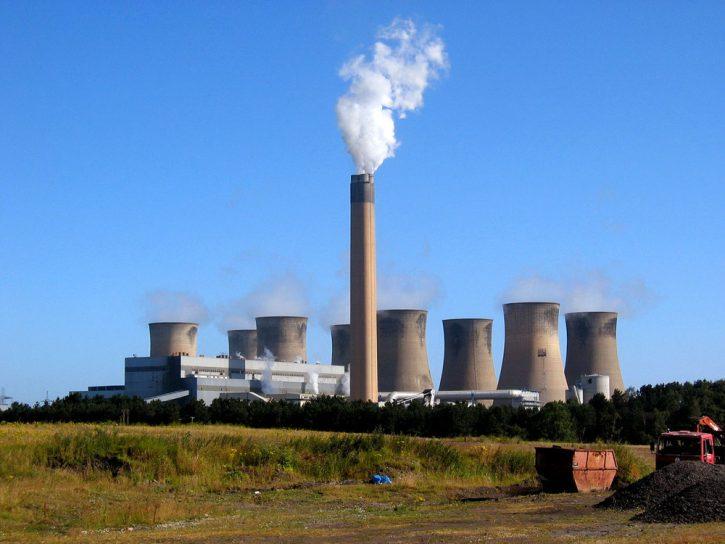 Uhelná elektrárna Eggborough ve Spojeném království.