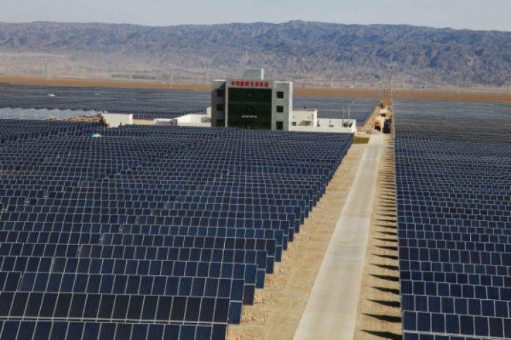Čínská fotovoltaická farma. Zdroj: PV Tech