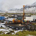 Na Islandu mění CO2 vstřikováním pod zem v kámen