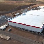 Stavba Gigafactory má zrychlit, Musk zdvojnásobil počet dělníku